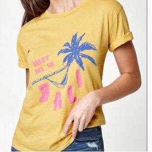 La hearts meet me in Bali graphic t shirt med